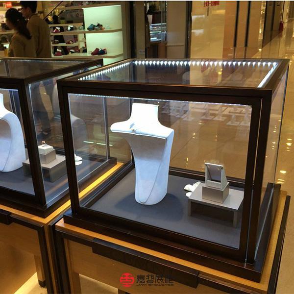 定制不锈钢玻璃展示柜的过程中需要了解什么呢?-定制攻略